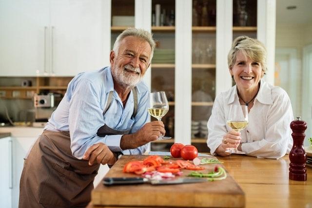 Starsze osoby w kuchni