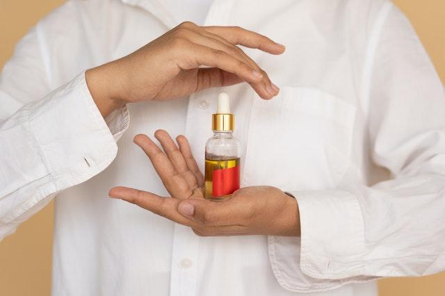 olejek w małej butelce